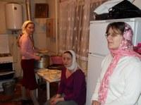 В трапезной –Валя наш повар, Наталья помогает за ящиком в храме, Катерина регент и певчая, Валина мама.
