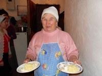 Баба Рая –Старожил. Помогает в трапезной.