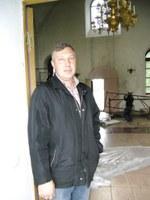 Виталий –Руководитель строительной бригады. Побелка храма и каркас центрального иконостаса.