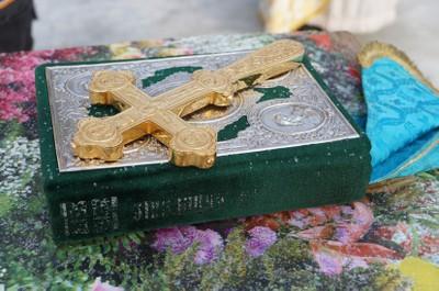 Крест и Евангелие