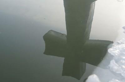 Крест в купели