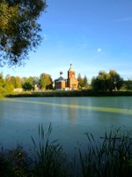 Заросший пруд перед храмом –...