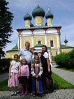У Спасо-преображенского собора –Спасо-Преображенский собор Угличского Кремля