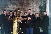 Прот. Александр с братией –Установка крестов на купола